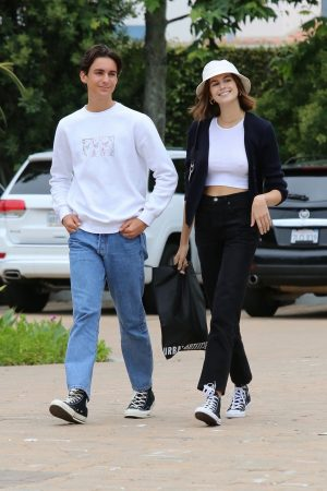 Kaia Gerber with Friends Out and about in Malibu 2019/06/17 6