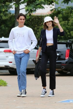 Kaia Gerber with Friends Out and about in Malibu 2019/06/17 8