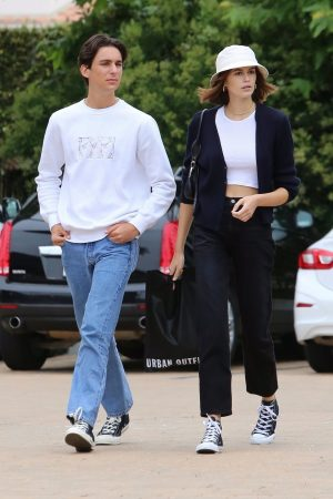 Kaia Gerber with Friends Out and about in Malibu 2019/06/17 9