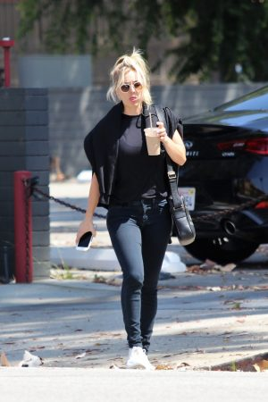 Kaley Cuoco in Black T-shirt and jeans with her sister Out in Los Angeles 2019/06/18 6