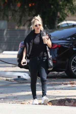 Kaley Cuoco in Black T-shirt and jeans with her sister Out in Los Angeles 2019/06/18 9