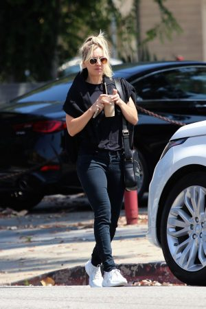 Kaley Cuoco in Black T-shirt and jeans with her sister Out in Los Angeles 2019/06/18 14
