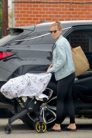 Kate Mara with her child Out in Los Angeles 2019/06/17 4