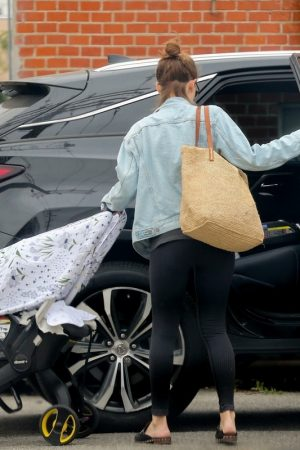 Kate Mara with her child Out in Los Angeles 2019/06/17 7