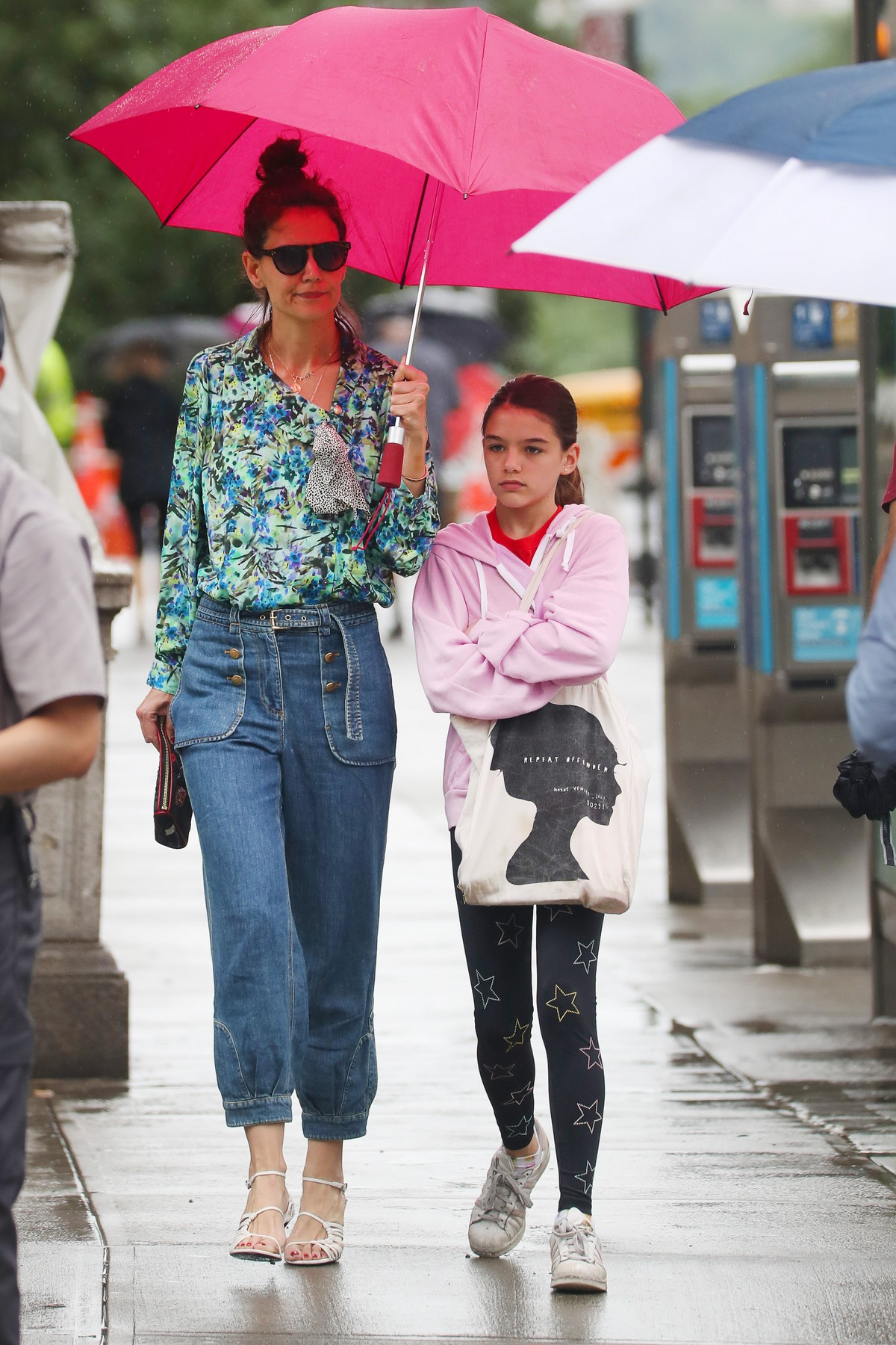 Katie Holmes in Floral Shirt Out in New York 2019/06/21 2