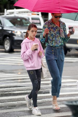 Katie Holmes in Floral Shirt Out in New York 2019/06/21 9