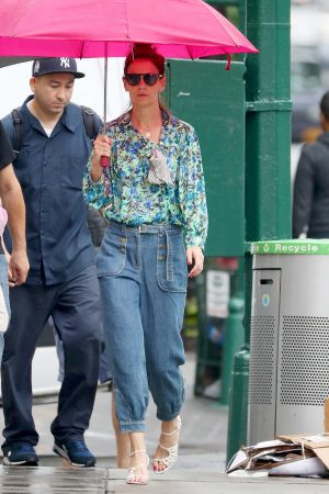Katie Holmes in Floral Shirt Out in New York 2019/06/21 10