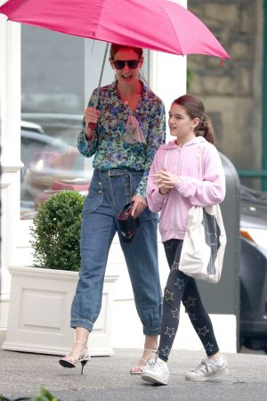 Katie Holmes in Floral Shirt Out in New York 2019/06/21 16