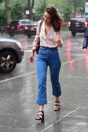 Katie Holmes seen in New York Rain Out in New York City 2019/06/18 1