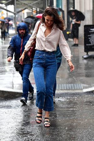 Katie Holmes seen in New York Rain Out in New York City 2019/06/18 5