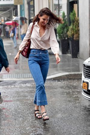 Katie Holmes seen in New York Rain Out in New York City 2019/06/18 6