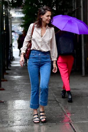 Katie Holmes seen in New York Rain Out in New York City 2019/06/18 7