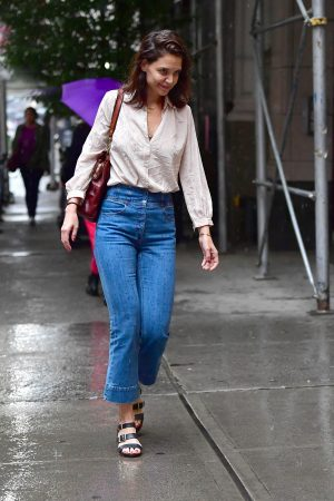 Katie Holmes seen in New York Rain Out in New York City 2019/06/18 8