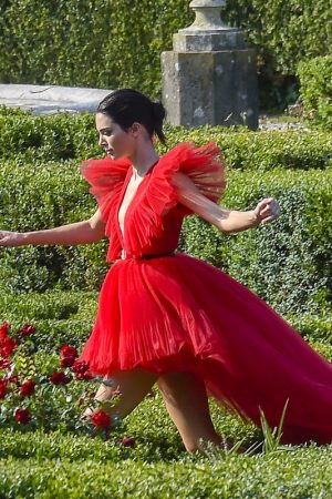 Kendall Jenner in Red Dress Outside Photoshoot in Rome 2019/06/04 4