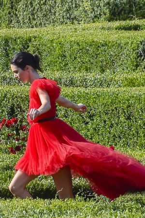 Kendall Jenner in Red Dress Outside Photoshoot in Rome 2019/06/04 8