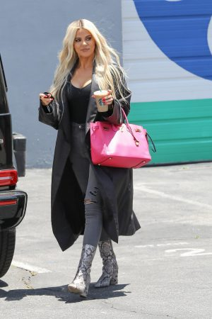 Khloe Kardashian in Black Tank Top with Long Coat Out of a Calabasas Studio 2019/06/17 5