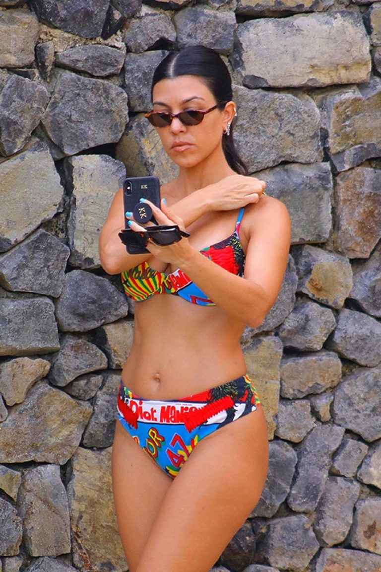 Kourtney Kardashian in Multi-Color Bikini in Costa Rica 2019/06/21 3