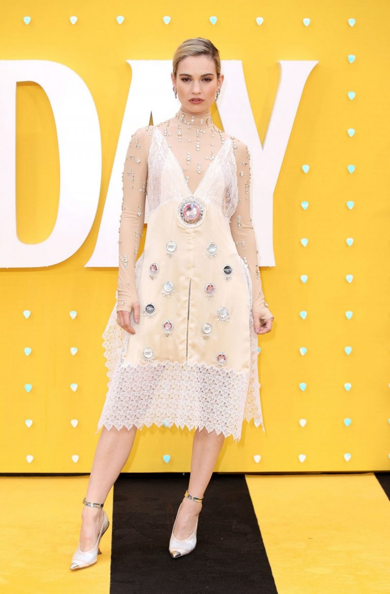 """Lily James arrives """"Yesterday"""" UK Premiere at Odeon Luxe Leicester Square in London 2019/06/18 3"""
