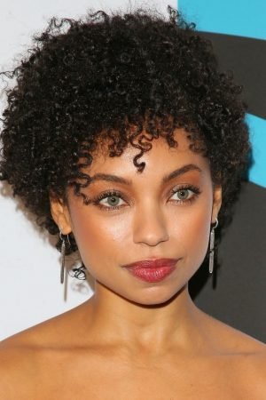 Logan Browning attends 2019 Essence Black Women in Hollywood Awards 2019/02/21 2