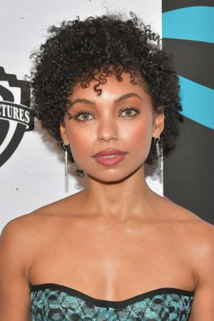 Logan Browning attends 2019 Essence Black Women in Hollywood Awards 2019/02/21 4