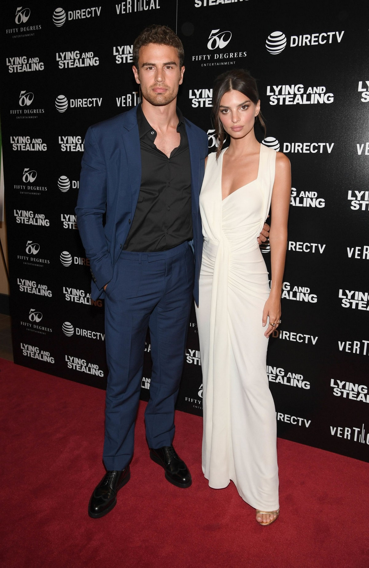 "Theo James and Emily Ratajkowski attend ""Lying And Stealing"" Screening at Cinepolis Chelsea 2019/06/17 4"