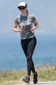 Ali Larter in Grey T-Shirt  and Tights going for a long run in Los Angeles 2019/07/02 3