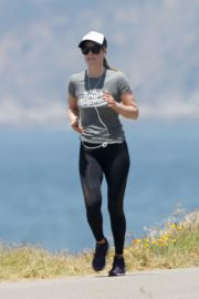 Ali Larter in Grey T-Shirt  and Tights going for a long run in Los Angeles 2019/07/02 4