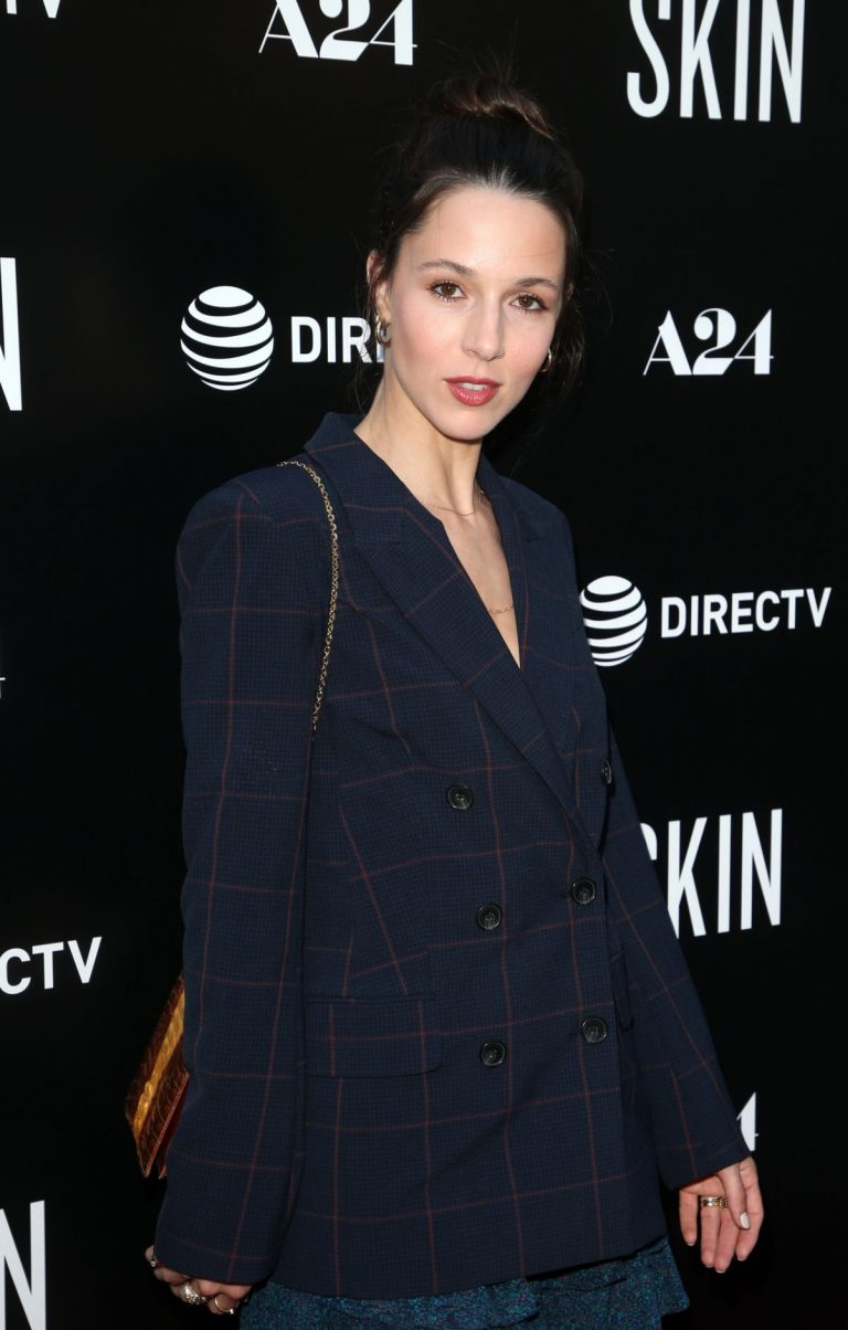 Alona Tal attends Skin Premiere in Hollywood 2019/07/11 1