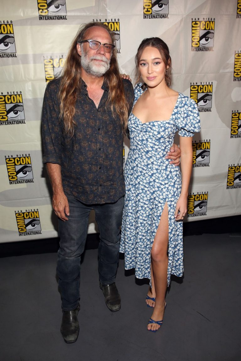 Alycia Debnam-Carey attends AMC's Deadquarters at Comic Con 2019 2019/07/19 3