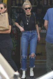 Amber Heard in Black Top and Ripped Jeans Out in Los Angeles 2019/07/07 1