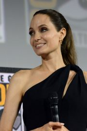 Angelina Jolie arrives for the Marvel panel in Hall H of the Convention Center in San Diego 2019/07/20 4