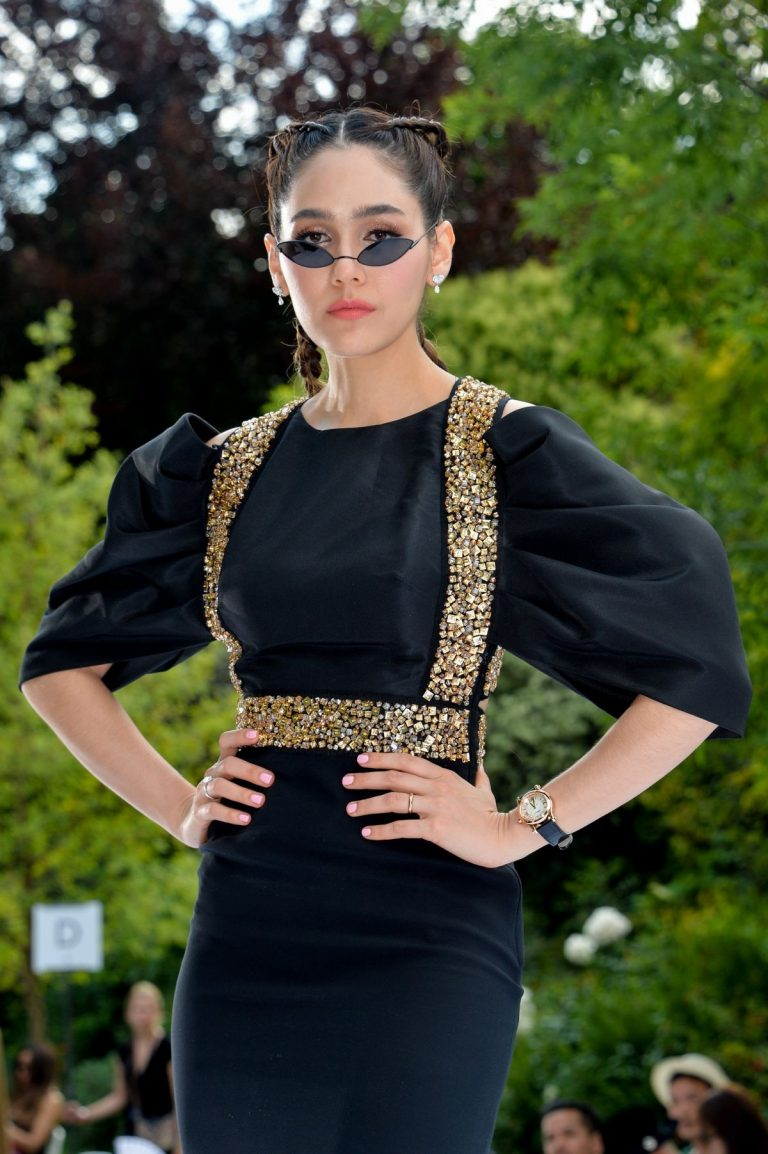Araya Hargate attends Ralph & Russo Haute Couture Show at Paris Fashion Week 2019/07/01 1