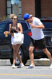 Ashley Benson and Derek Beckman leaves lunch with a friend at Joan's on Third in Studio City 2019/07/12 8
