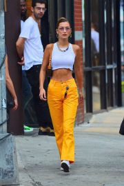 Bella Hadid flashes toned abs in short top and yellow pants out in New York 2019/07/22 5