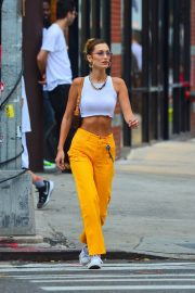 Bella Hadid flashes toned abs in short top and yellow pants out in New York 2019/07/22 6