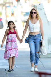 Bethany Joy Lenz with her daughter Shopping Out in Studio City 2019/07/05 5