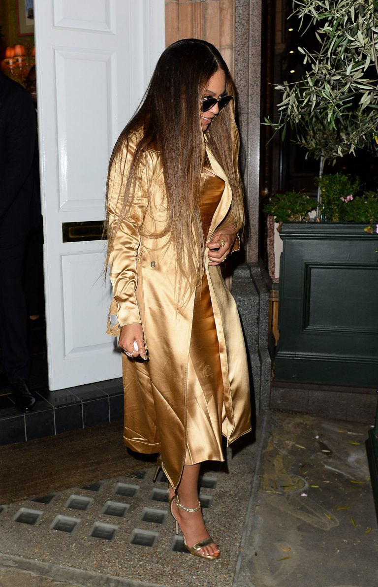 Beyonce and Jay-Z Leaves at Harry's Bar in London 2019/07/14 7