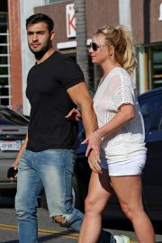 Britney Spears and Sam Asghari at Le Pain in Beverly Hills 2019/07/12 1