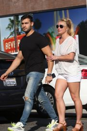 Britney Spears and Sam Asghari at Le Pain in Beverly Hills 2019/07/12 5