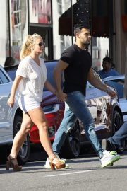 Britney Spears and Sam Asghari at Le Pain in Beverly Hills 2019/07/12 6