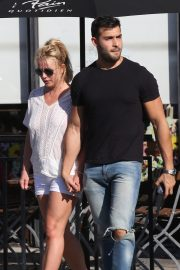 Britney Spears and Sam Asghari at Le Pain in Beverly Hills 2019/07/12 7