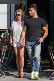 Britney Spears and Sam Asghari at Le Pain in Beverly Hills 2019/07/12 8
