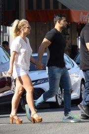 Britney Spears and Sam Asghari at Le Pain in Beverly Hills 2019/07/12 10