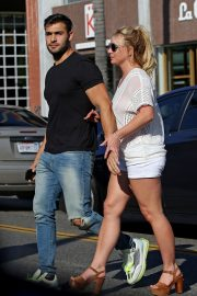 Britney Spears and Sam Asghari at Le Pain in Beverly Hills 2019/07/12 14