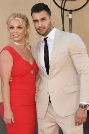 "Britney Spears and Sam Asghari attends Sony Pictures ""Once Upon A Time...In Hollywood"" Premiere in Los Angeles 2019/07/22 5"