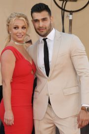 "Britney Spears and Sam Asghari attends Sony Pictures ""Once Upon A Time...In Hollywood"" Premiere in Los Angeles 2019/07/22 8"