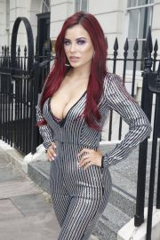 Carla Howe flashes her Bust in Lining Outfit Out and about in London 2019/07/18 6