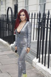 Carla Howe flashes her Bust in Lining Outfit Out and about in London 2019/07/18 7