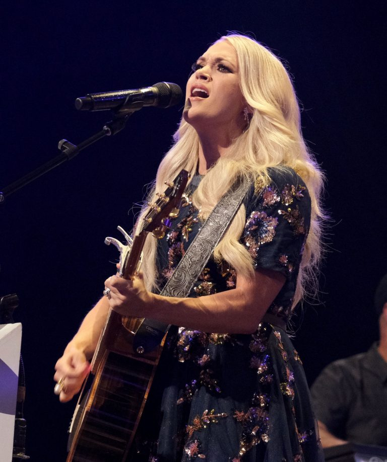 Carrie Underwood performs at the Grand Ole Opry in Nashville 2019/07/19 11