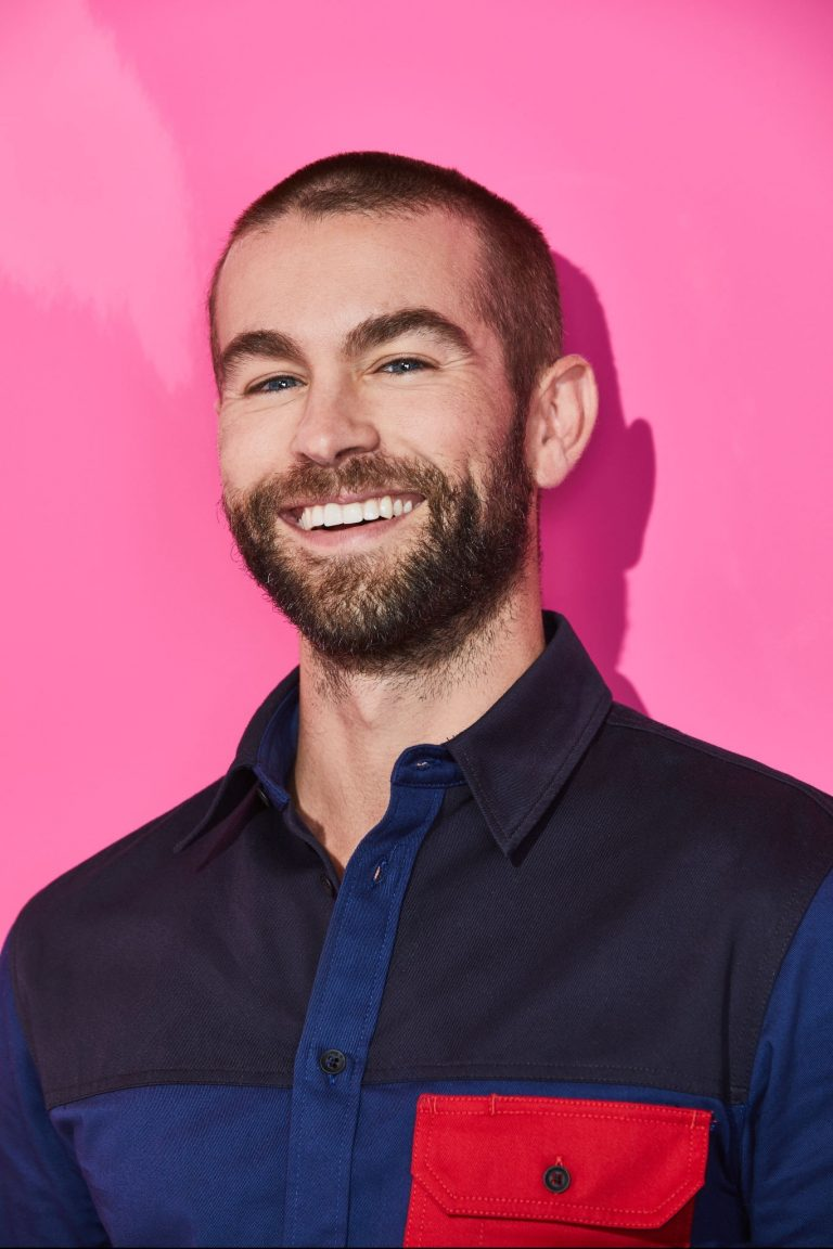Chace Crawford portrait photoshoot in the Pizza Hut Lounge at 2019 in San Diego 2019/07/20 4